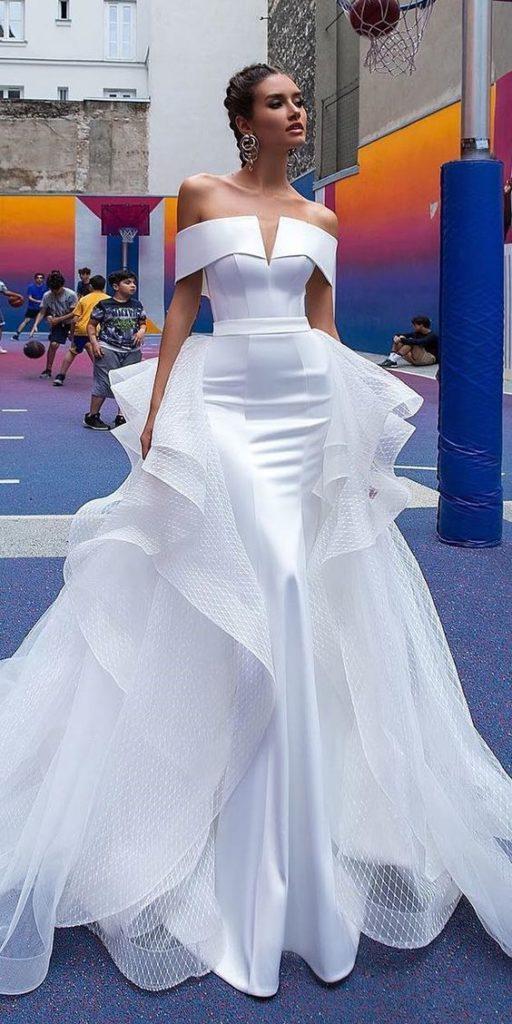 vestito da sposa con scollo omerale