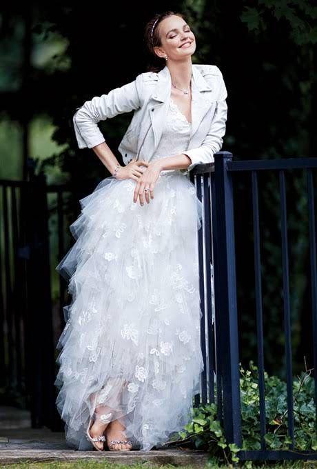 abito da sposa rock con chiodo in pelle bianco e gonna in tulle