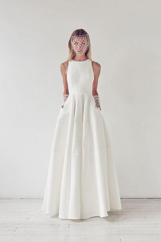 abito da sposa ampio minimal chic