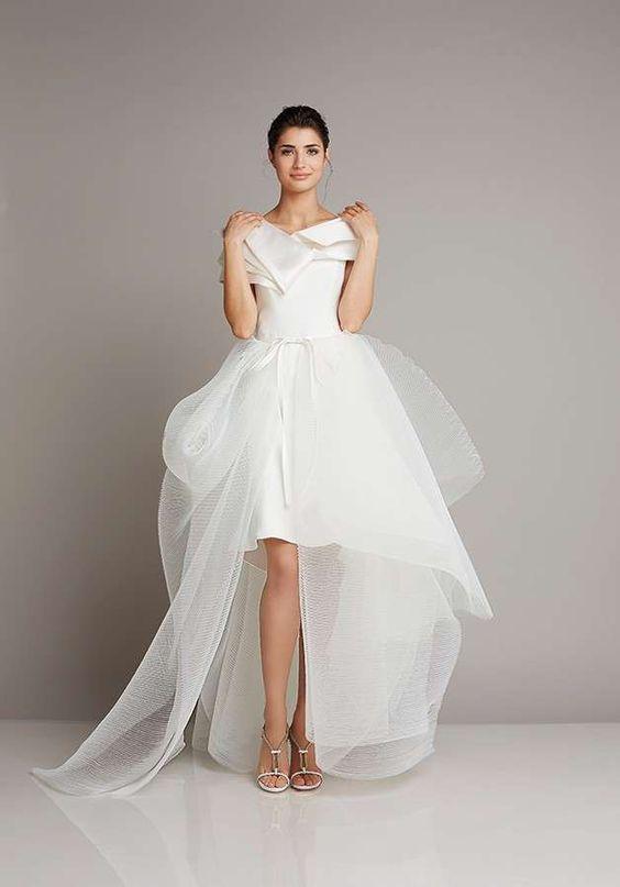 abito da sposa corto con gonna in tulle predisposto per cambio d'abito