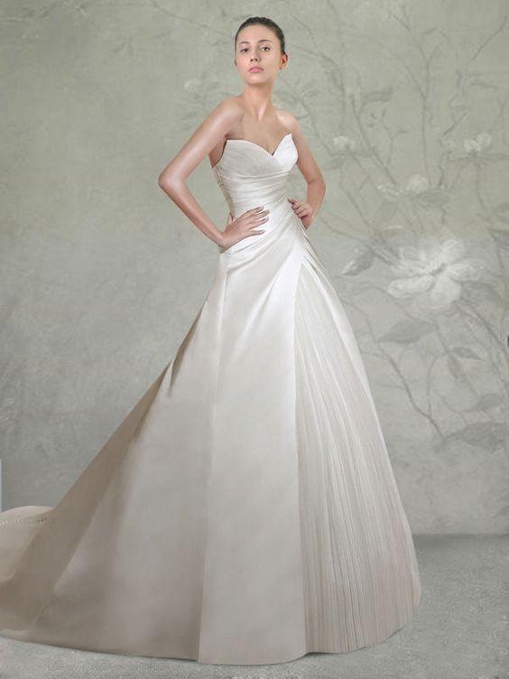 abito da sposa ampio decolletè con inserto plissè nella gonna
