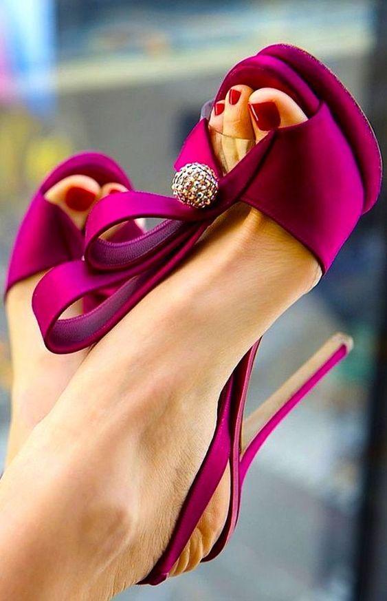 sposa e cambio d'abito  aggiungere una scarpa colorata