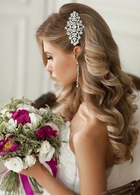trucchi per cambio d'abito sposa gioielli tra i capelli