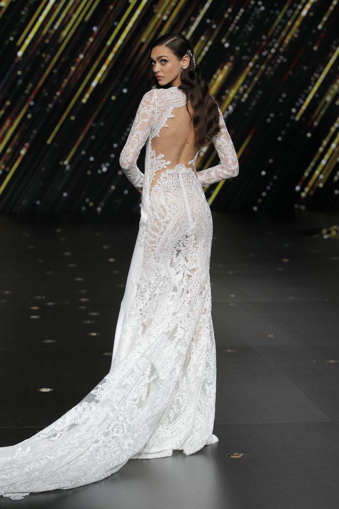 abito da sposa a sirena in pizzo Pronovias 2019