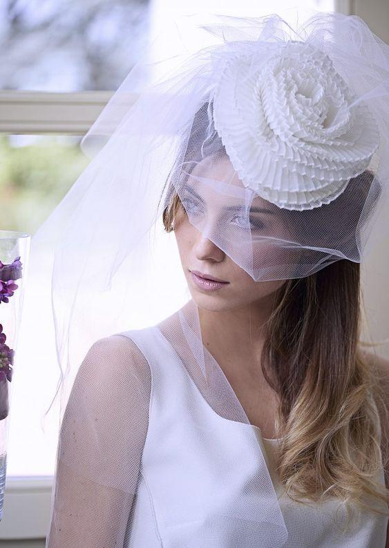 fascinator sposa con velo e fiore plissè