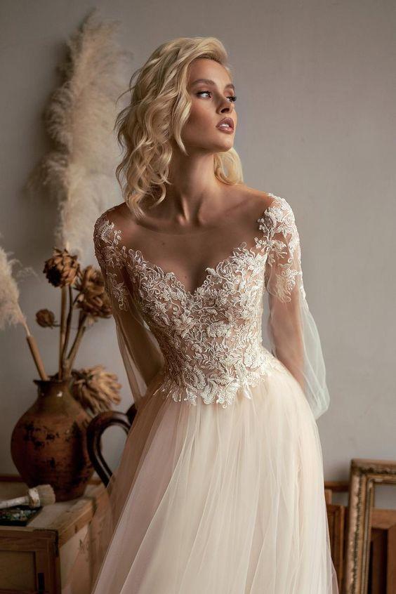 abito da sposa romantico  con maniche in organza