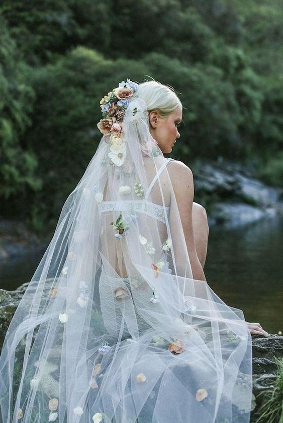 outfit sposa tocchi di colore