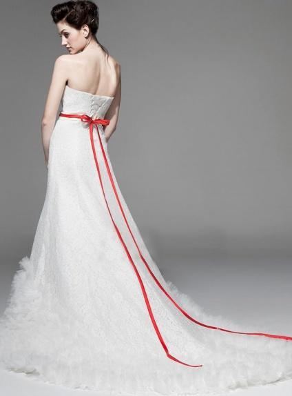 outfit sposa con tocchi di colore