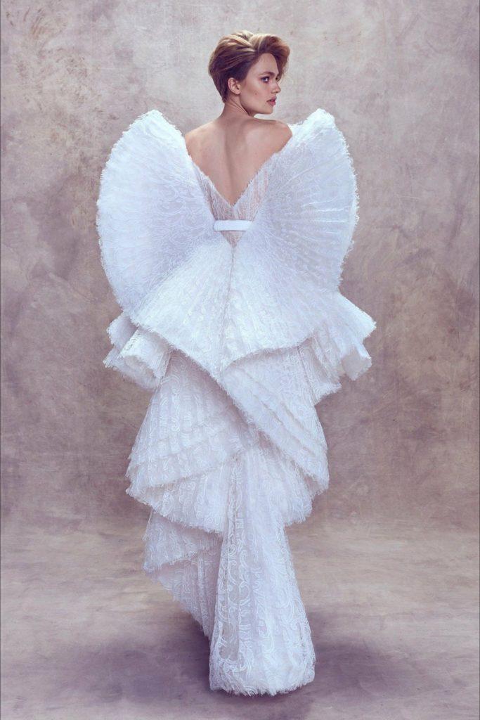 rouches e volant sull'abito da sposa