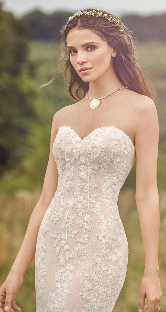 abito da sposa in pizzo rebrodè Lillian West 2020