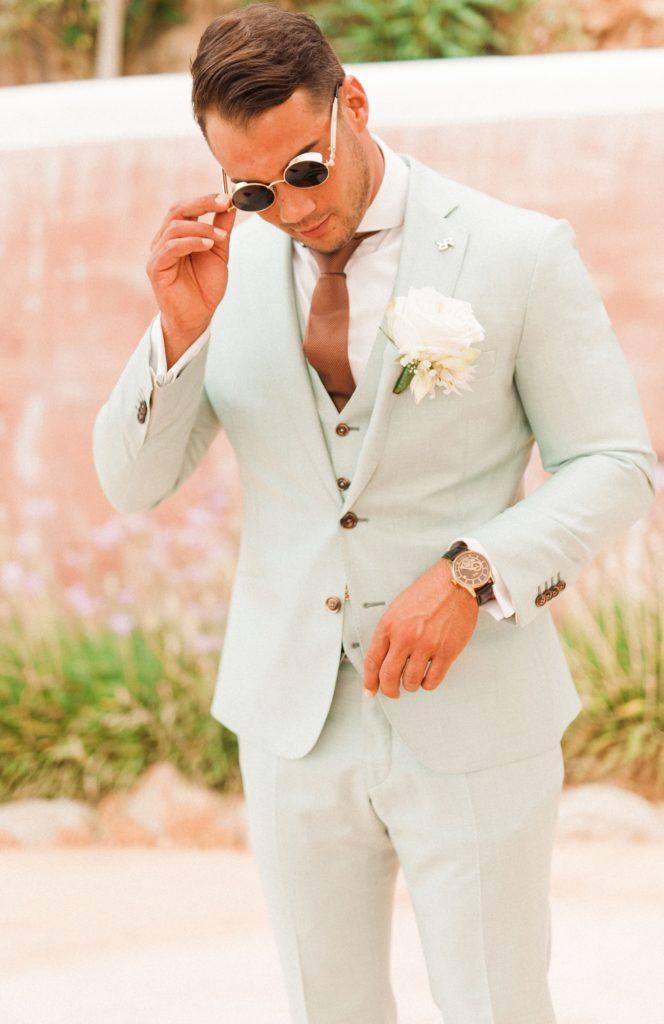 abito da sposo chiaro