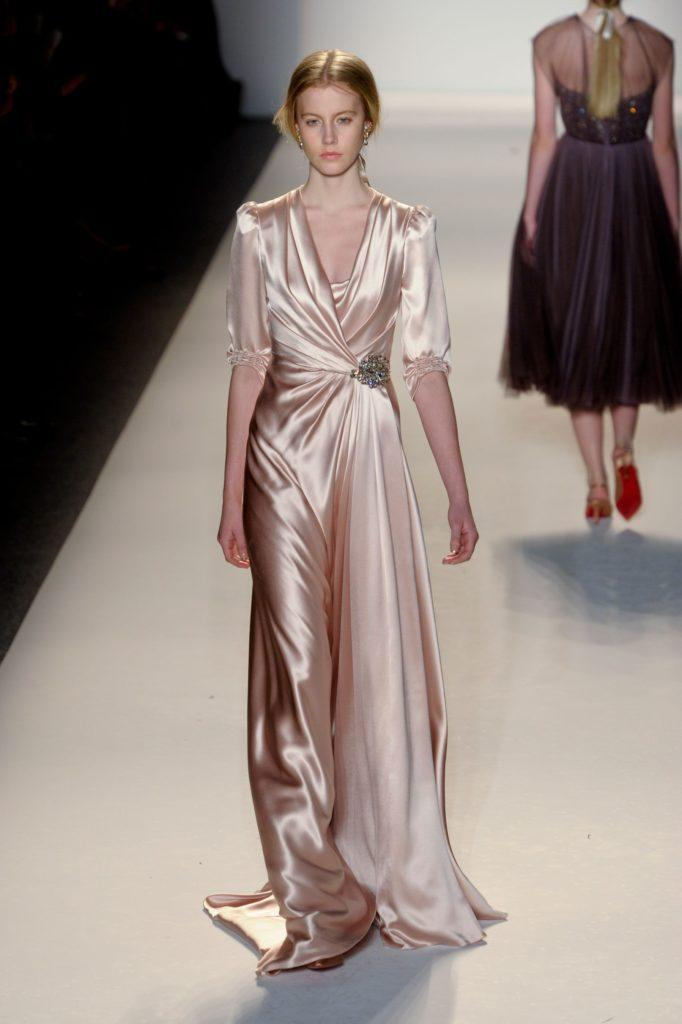abito in satin rosa stile vintage anni quaranta