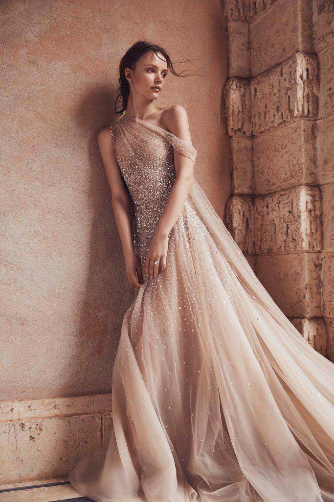 abito da sposa monospalla rosa Monique Lhuillier