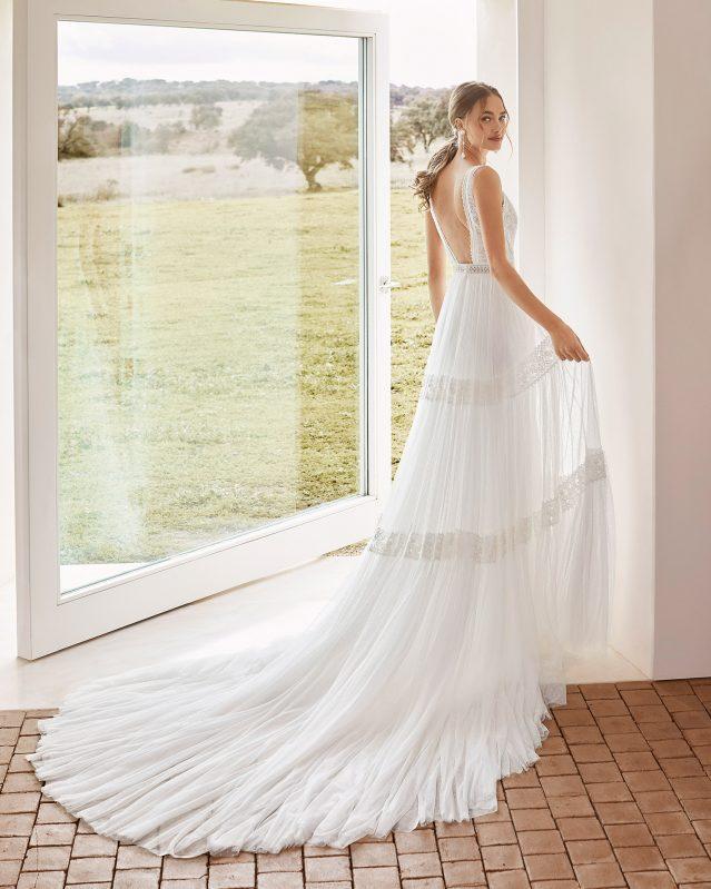 abito in stile boho chic collezione sposa 2021 Rosa Clarà