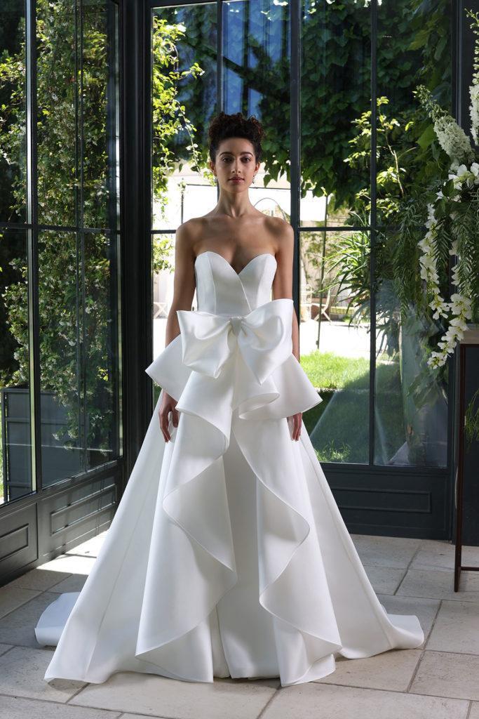 abito da sposa con rouches e fiocco Enzo Miccio 2021