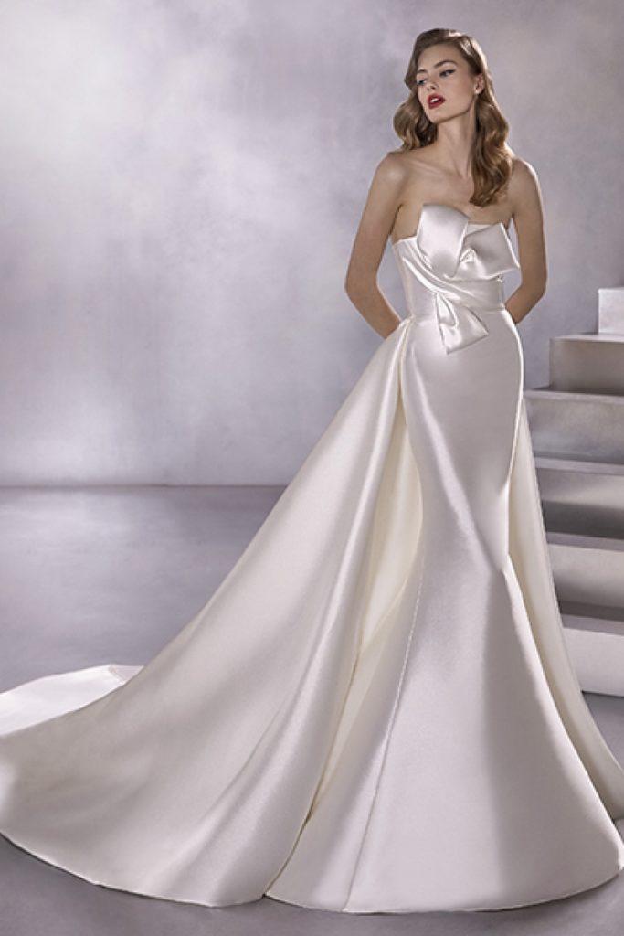 abito da sposa con fiocco davanti pronovias