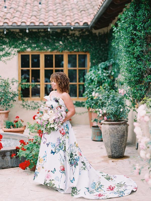 abito da sposa ampio con stampa farfalle Monique Lluhllier