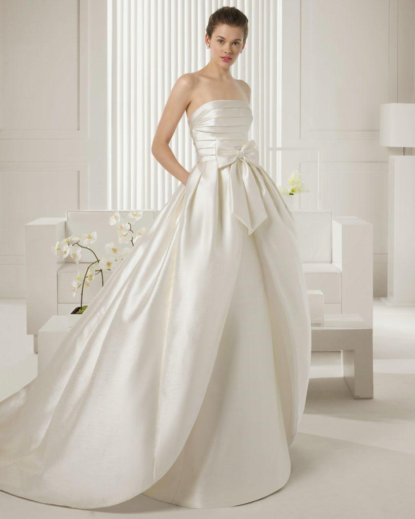 abito da sposa ampio decolletè in tessuto mikado