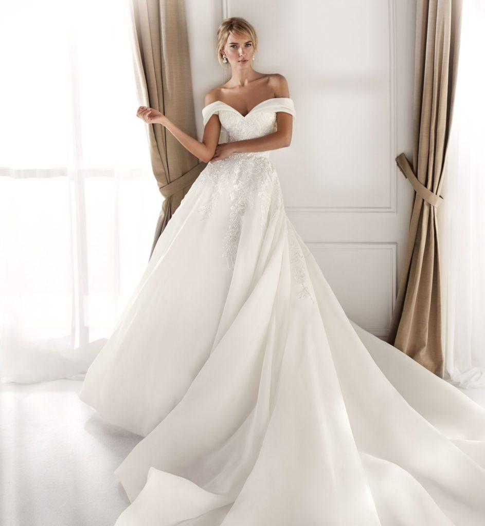 abito da sposa ampio in tessuto di organza tripla