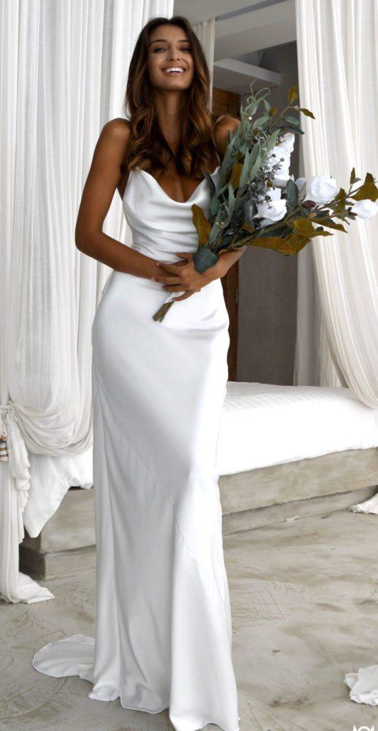 abito da sposa minimal a sirena in tessuto cady sbieco