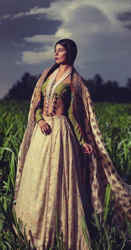 abito da sposa in stile etnico
