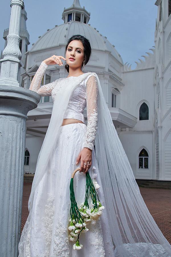 abito da sposa in stile etnico indiano